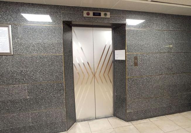برچسب نقره ای درب آسانسور