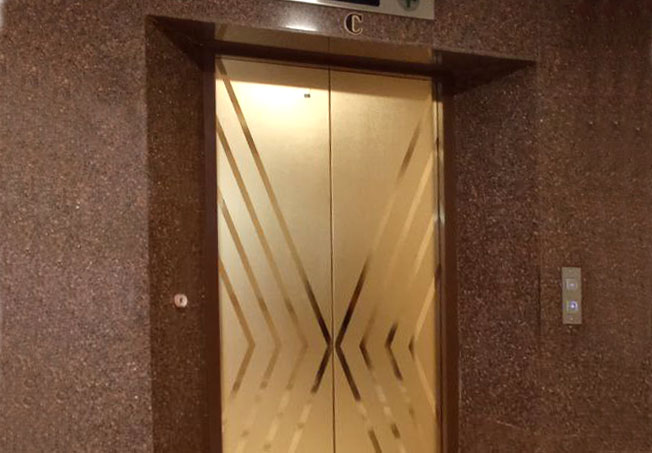 برچسب طلایی درب آسانسور
